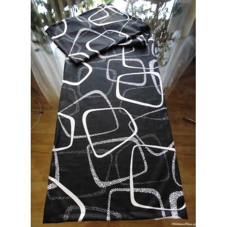 Černo-bílá dekorativní šála na stůl