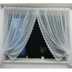 Záclona z vyšívaného tylu - hotová záclona
